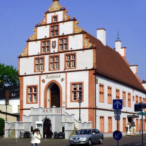 Maler Bielefeld, Denkmalpflege: Fassaden-Restaurierung des historischen Rathauses in Bad Salzuflen mit Kalkanstrichen im Jahr 2009 durch Stenner und Keitel