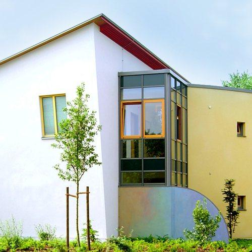 Maler Bielefeld, Fassaden-Gestaltung bei der Jugendhilfe in Gütersloh durch Stenner und Keitel