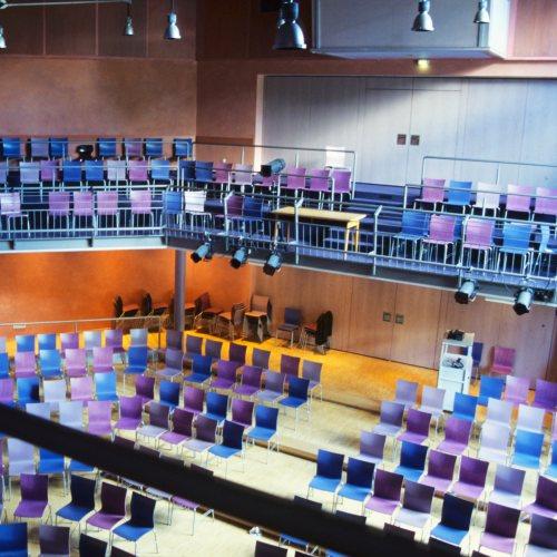 Maler Bielefeld, Raumgestaltung: Theatersaal in Mamre Patmos Schule in Bielefeld, Stenner und Keitel