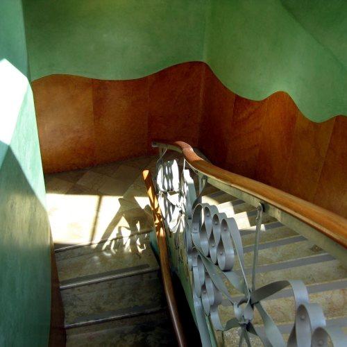 Maler Bielefeld, Raumgestaltung: Gestaltungskonzept Modernisme in einem Treppenhaus in Barcelona, Stenner und Keitel